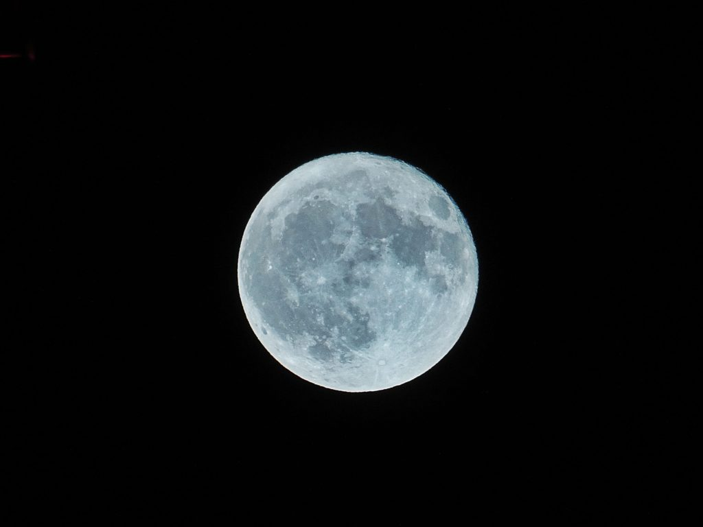 full-moon-can-be-seen-without-a-telescope